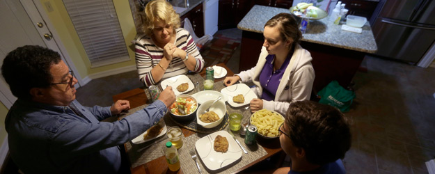 Most U.S. Families Still Routinely Dine Together at Home