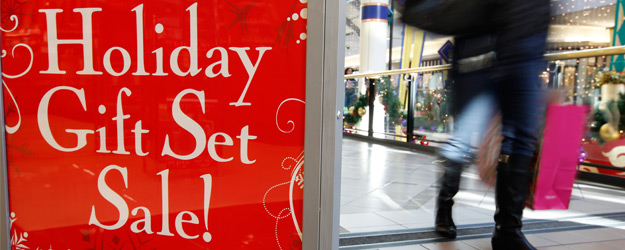 Americans' Holiday Spending Not Shut Down by Shutdown