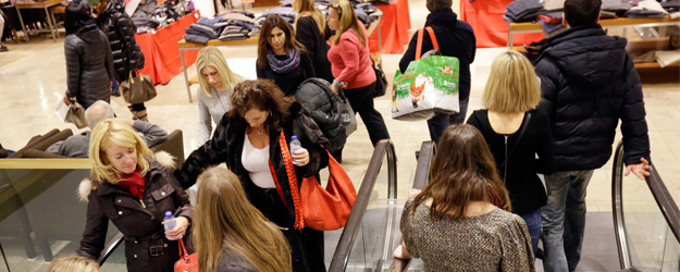 U.S. Consumer Spending in December Highest Since 2008