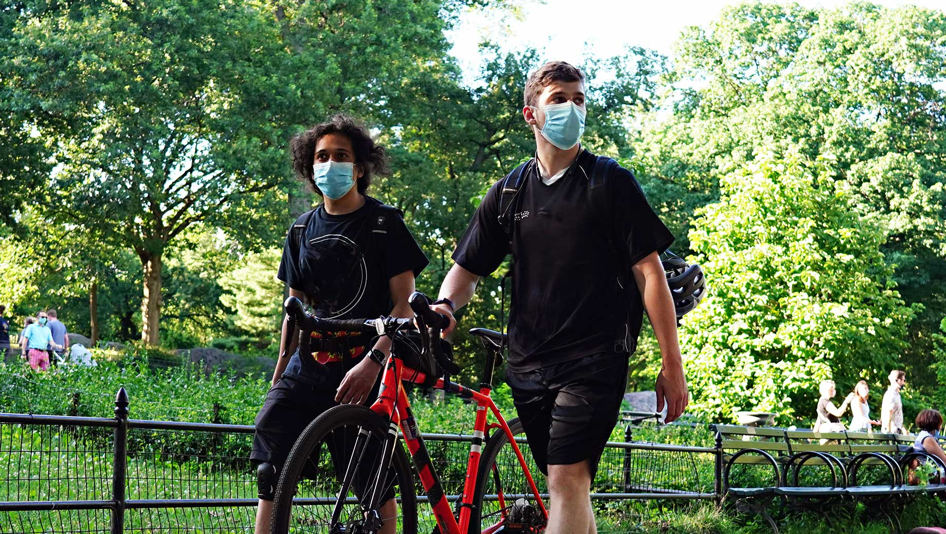 U.S. Face Mask Usage Relatively Uncommon in Outdoor Settings