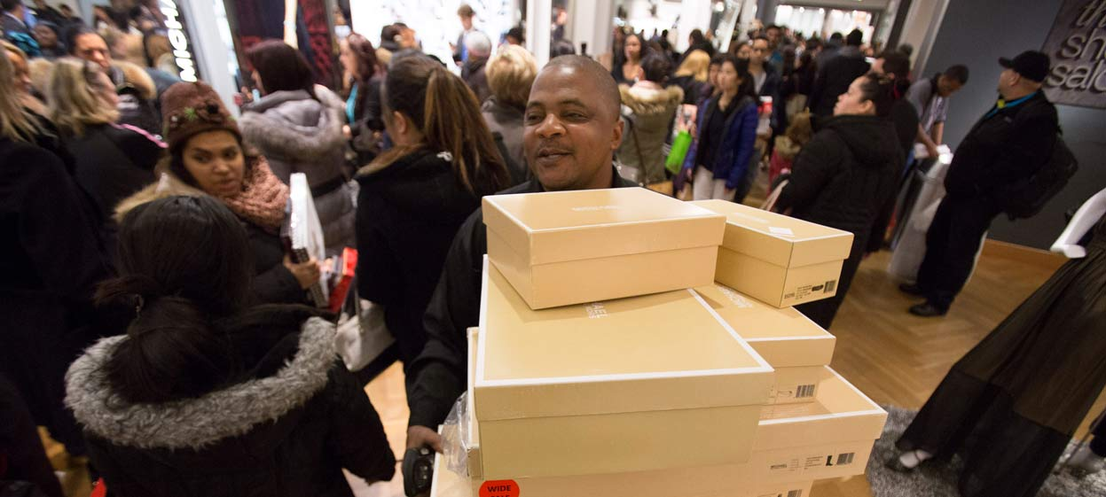 Americans' Consumer Spending Inches Up in November