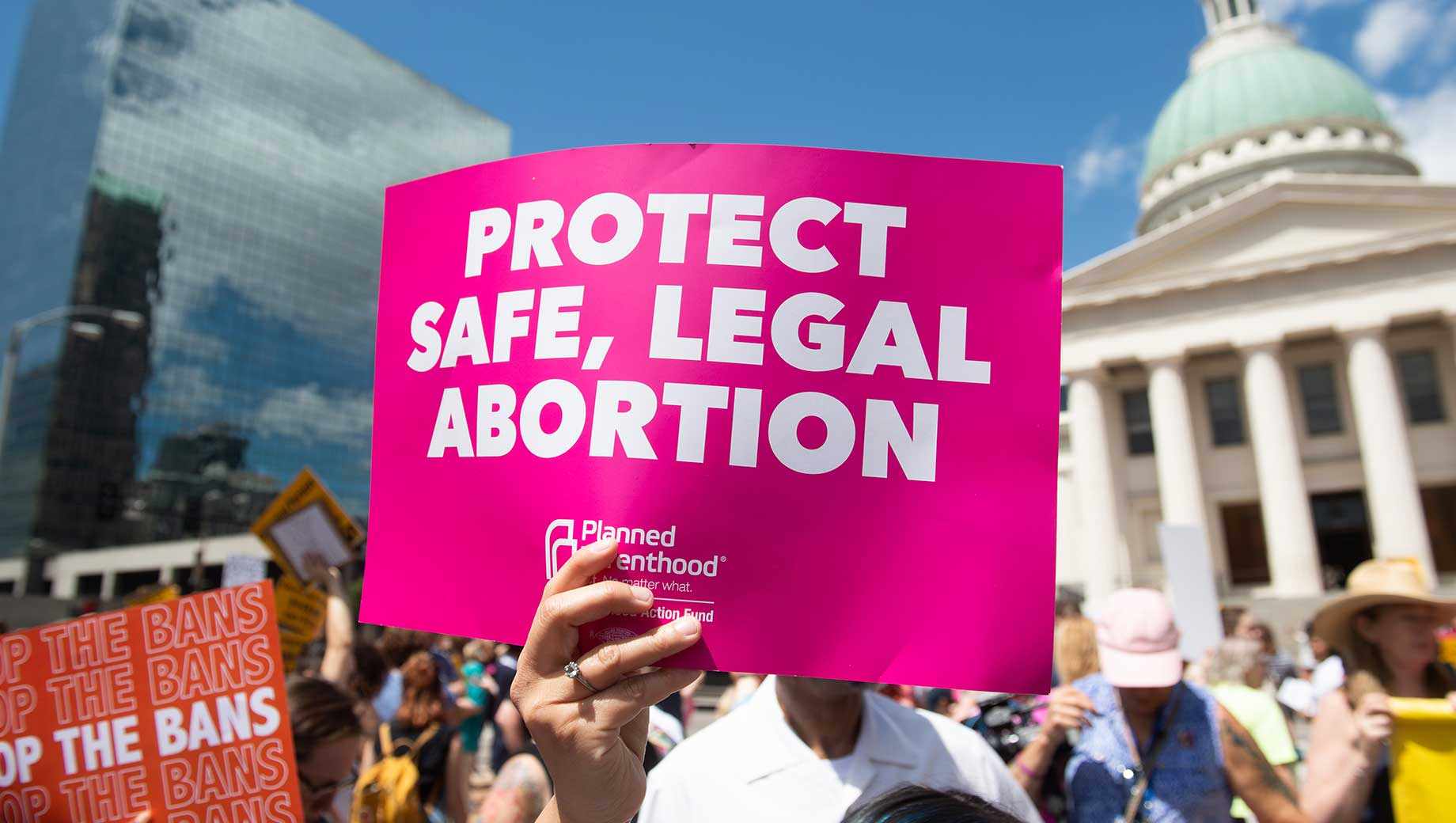 Appeals Court Lets Texas Temporarily Resume Extreme Anti-Abortion Law