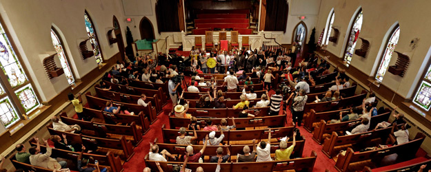 In U.S., Four in 10 Report Attending Church in Last Week