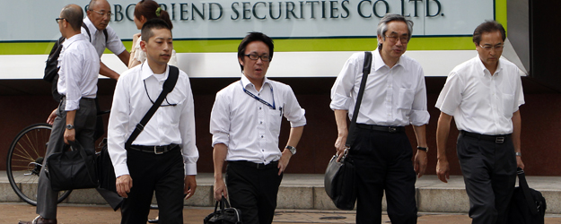 Globally, Men, White-Collar Workers Upbeat on Job Market