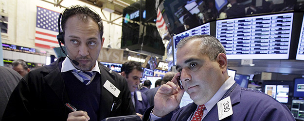 U.S. Investors Grow More Pessimistic as Fiscal Cliff Looms